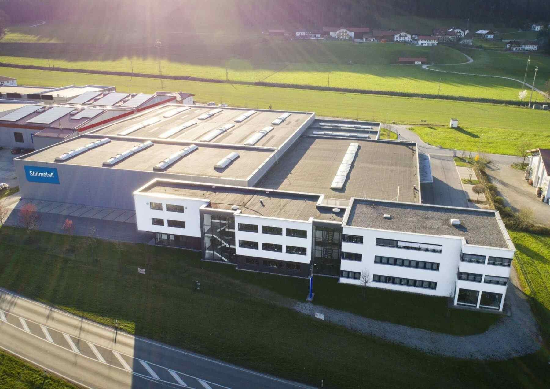Südmetall Firmengebäude in Ainring/Hammerau: Lager, Logistik und Vertriebszentrum Deutschland